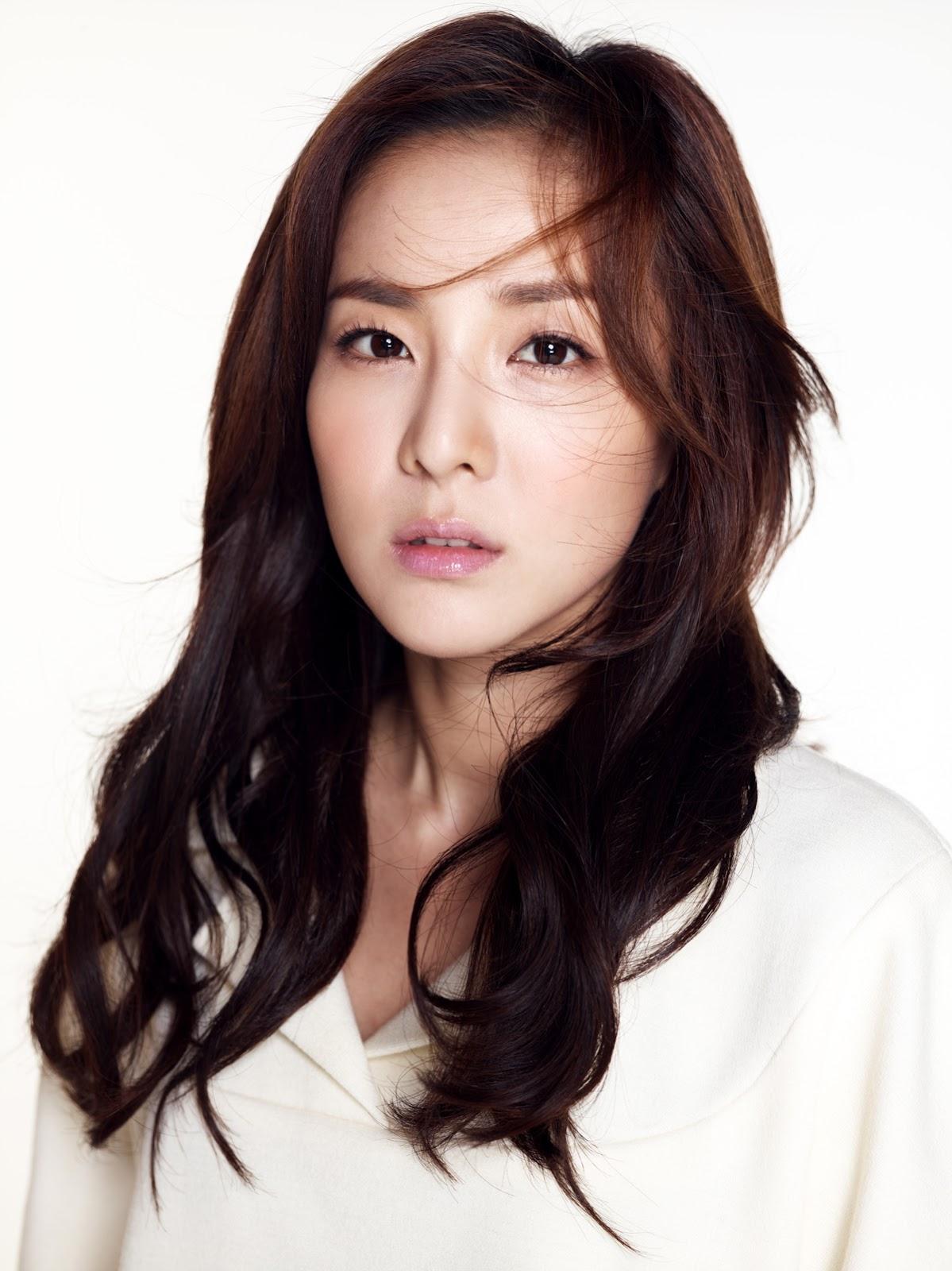 2NE1s Sandara Park Considered as Jun Jihyun in the web