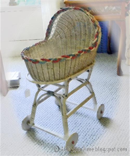 Wicker doll bassinet