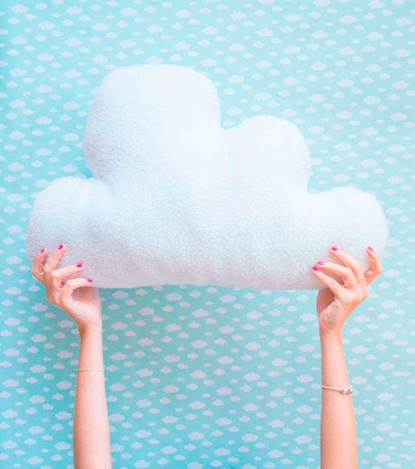 Coj n nube mi primera m quina de coser bloglovin - Cojines de nubes ...