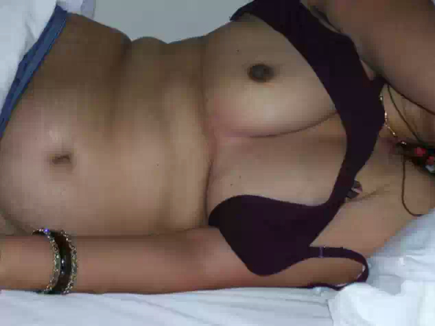memna aunty showing boobs, chut photos   nudesibhabhi.com