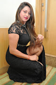 farah khan sizzling photo shoot-thumbnail-19