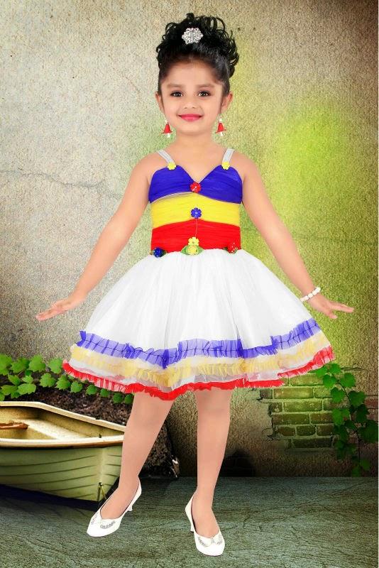 Foto bayi cantik latihan balet