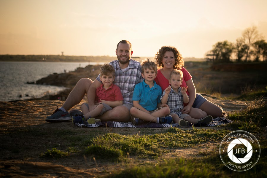 family photo, family of 5, lake, photo at lake, lake photography, outdoor photo, family photography, family pose, lifestyle, lifestyle photography
