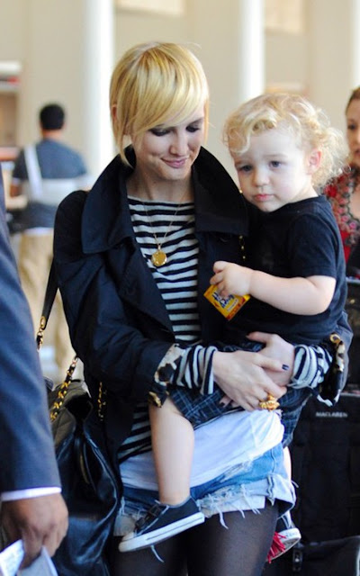 Hairstyle Refs : ... Girlfriend: Ashlee Simpson new pixie hairstyle Look with her son