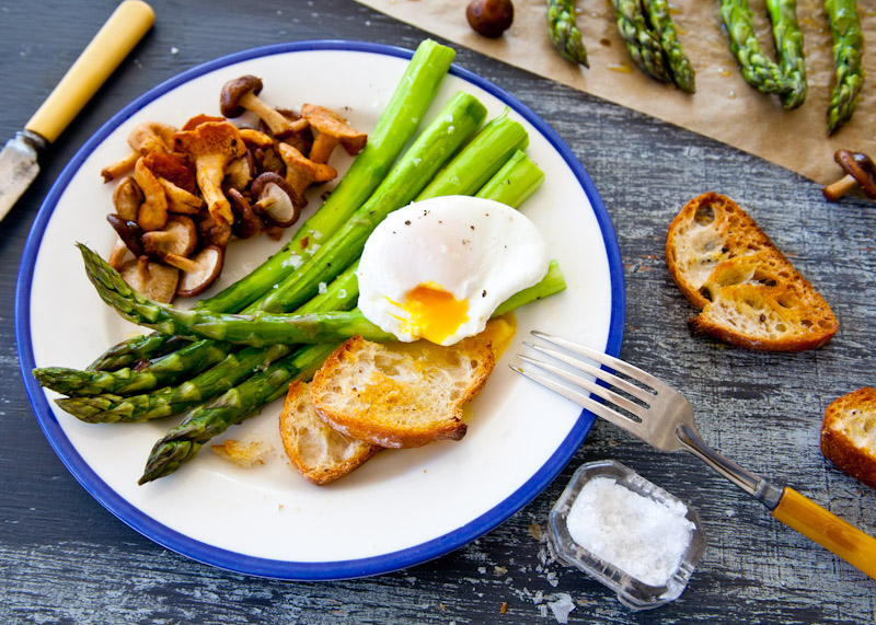 ... how to poach an egg) Poached eggs with roasted asparagus and mushrooms