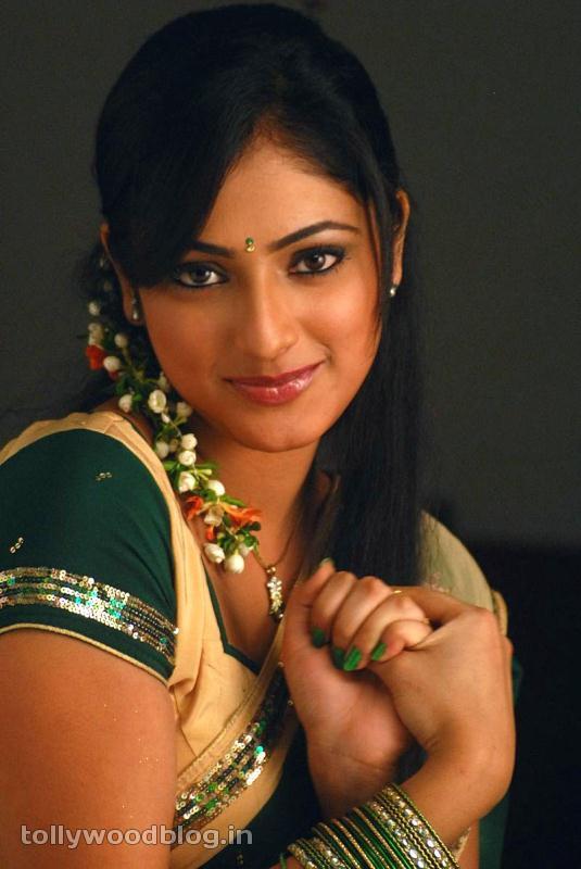 Hari Priya in Half Saree Photo Stills in Pilla Zamindar-HQ-Photo-9