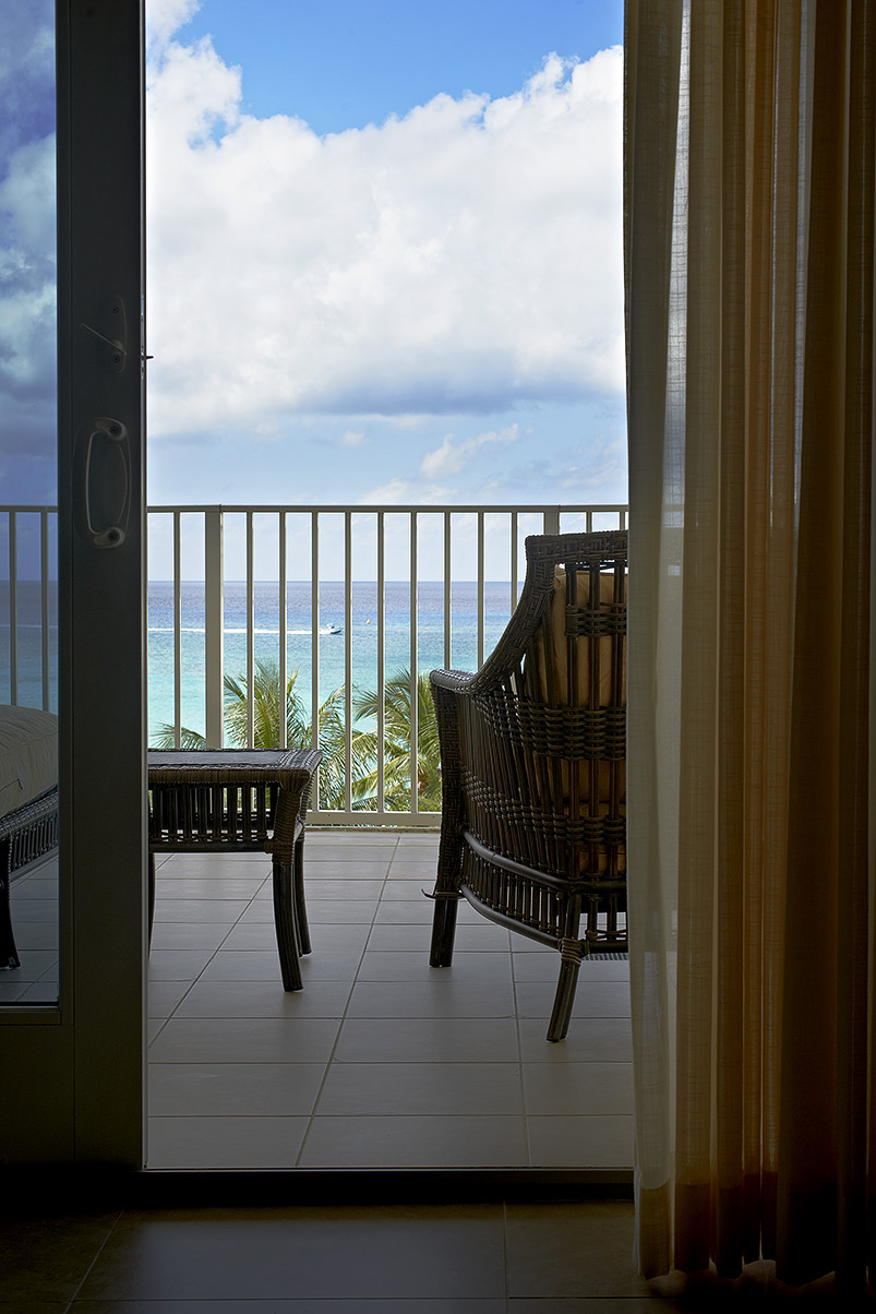 grand,cayman,islands,caribean,hot,warm,beach,resort,caribbean,vacation,dream,relax,interior,photography,awm,crazy,curtain,seat,chair,boad,water,palm,tree,carib club