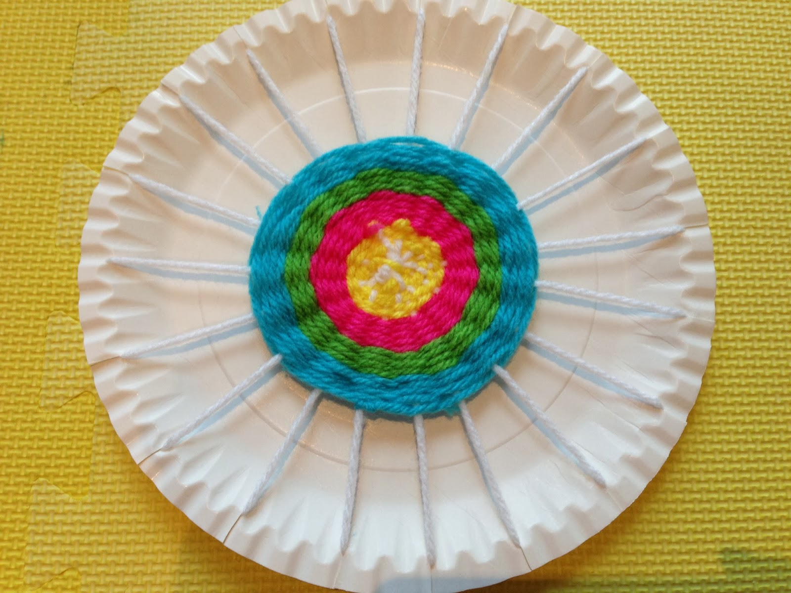 Circle weaving on paper plate loom & Circle Weaving: Exploring Yarn Some More! | Pig \u0026 Ox