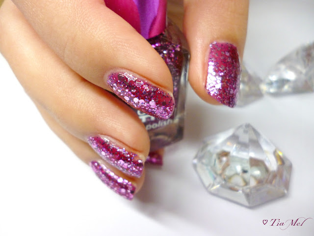 http://tiamels.blogspot.de/2013/10/nails-lost-in-glitter-polish-go-crazy.html