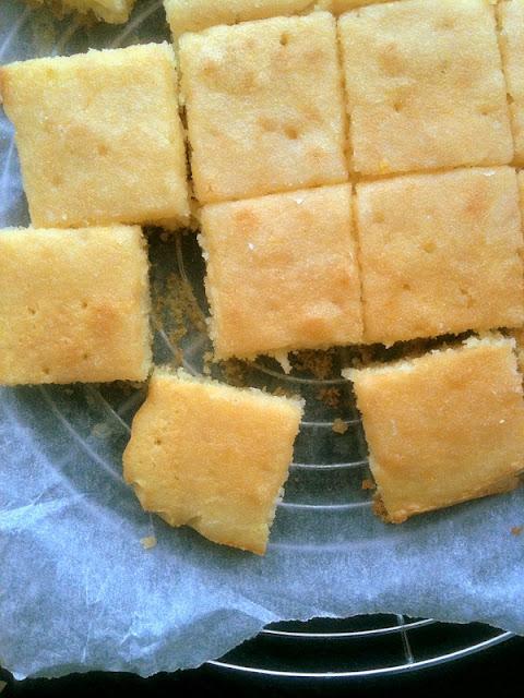 Proste ciasto cytrynowe (lemon drizzle cake)