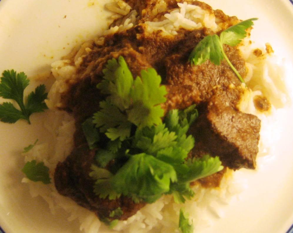 Beef Rendang Curry med ris og spidskålssalat med koriander og ...