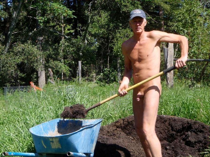 Nude gardening day keo