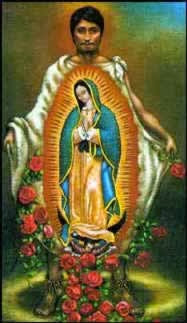 San Juan Diego con el manto abierto mostrando la Virgen de Guadalupe y flores a los pies