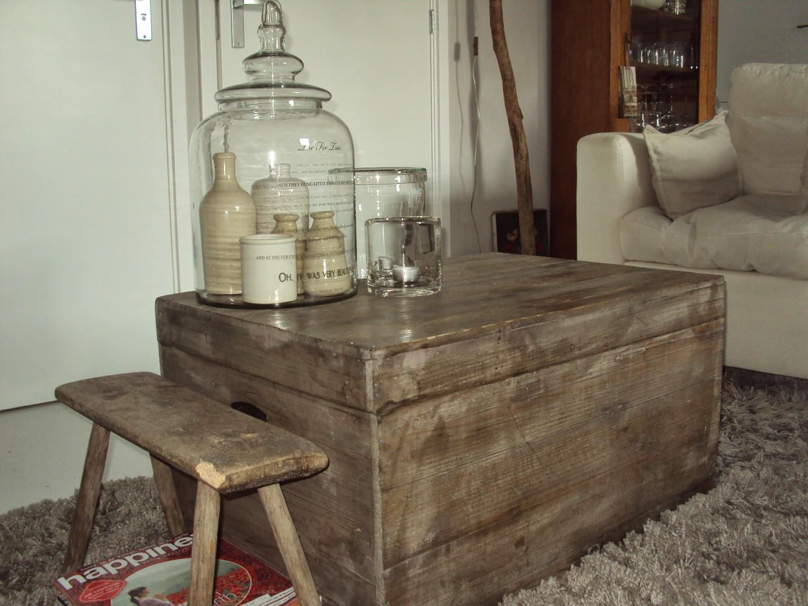 Oude Slaapkamer Lampen : Het melkkrukje en de oude potjes in de glazen ...