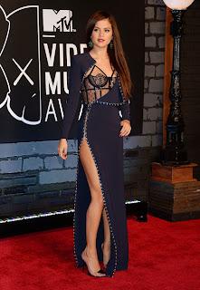 Selena Gomez at MTV Music Awards Wardrobe Malfunctioning Exposing her Sexy assets