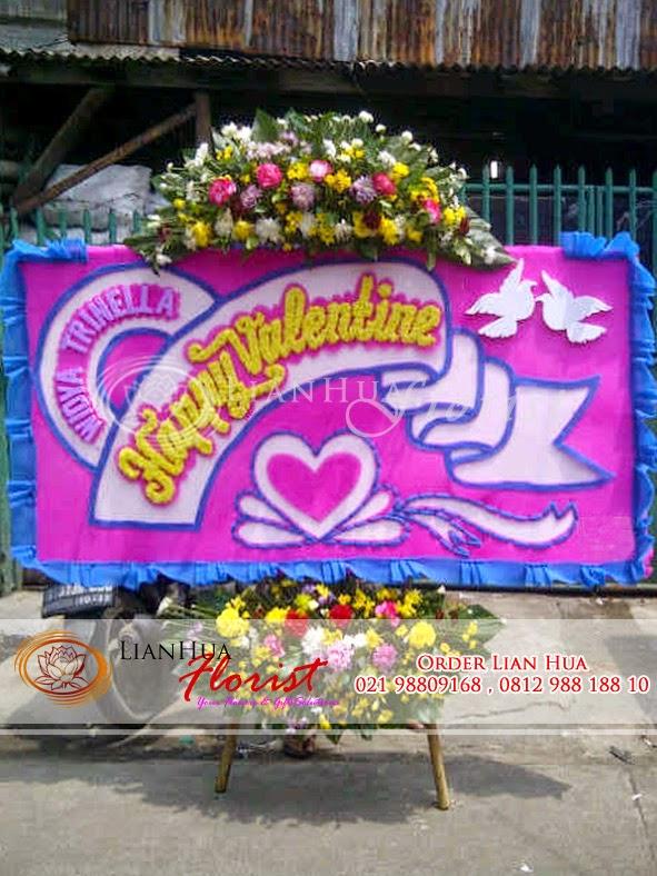 bunga hari valentine, kado valentine, bunga mawar valentine, karangan bunga papan valentine, kado valentine paling uni didunia. toko bunga
