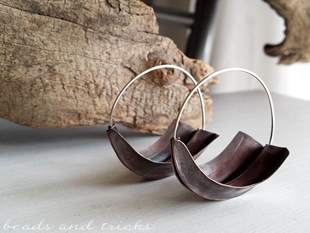 Grandi orecchini a cerchio in rame a foldforming e argento 925