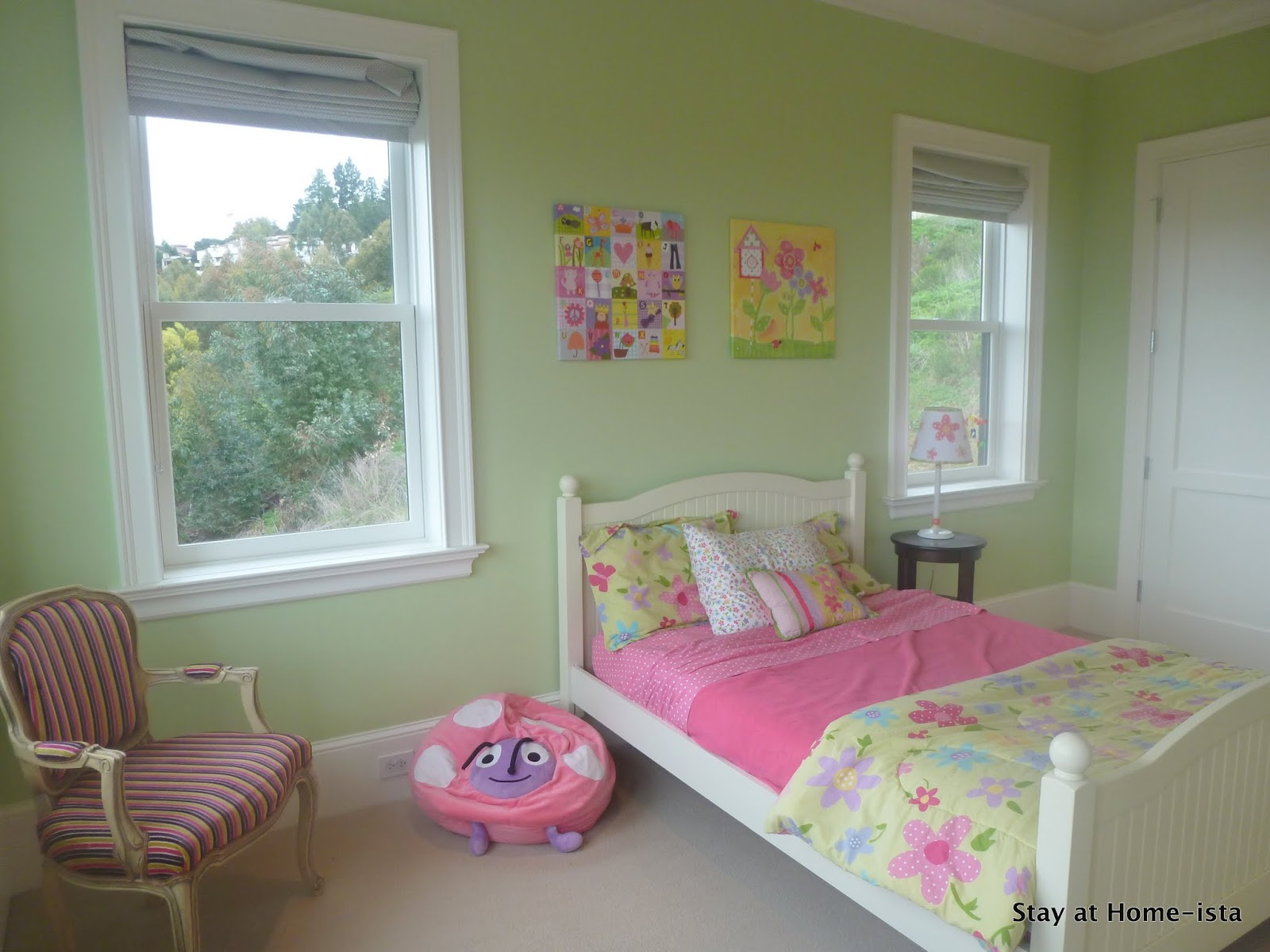 Stay at home ista little girl 39 s butterfly bedroom for Bedroom paint ideas green
