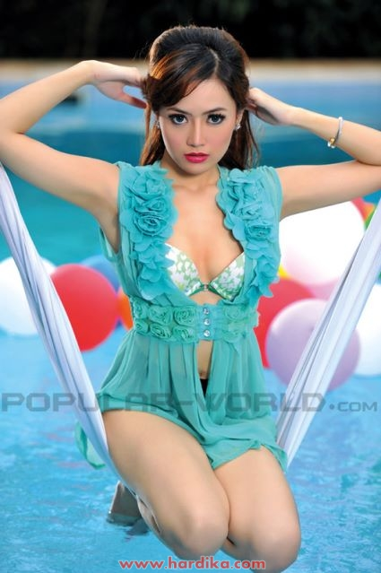 Koleksi Foto - Foto Cinta Ratunansya di Majalah Popular Hardika.com