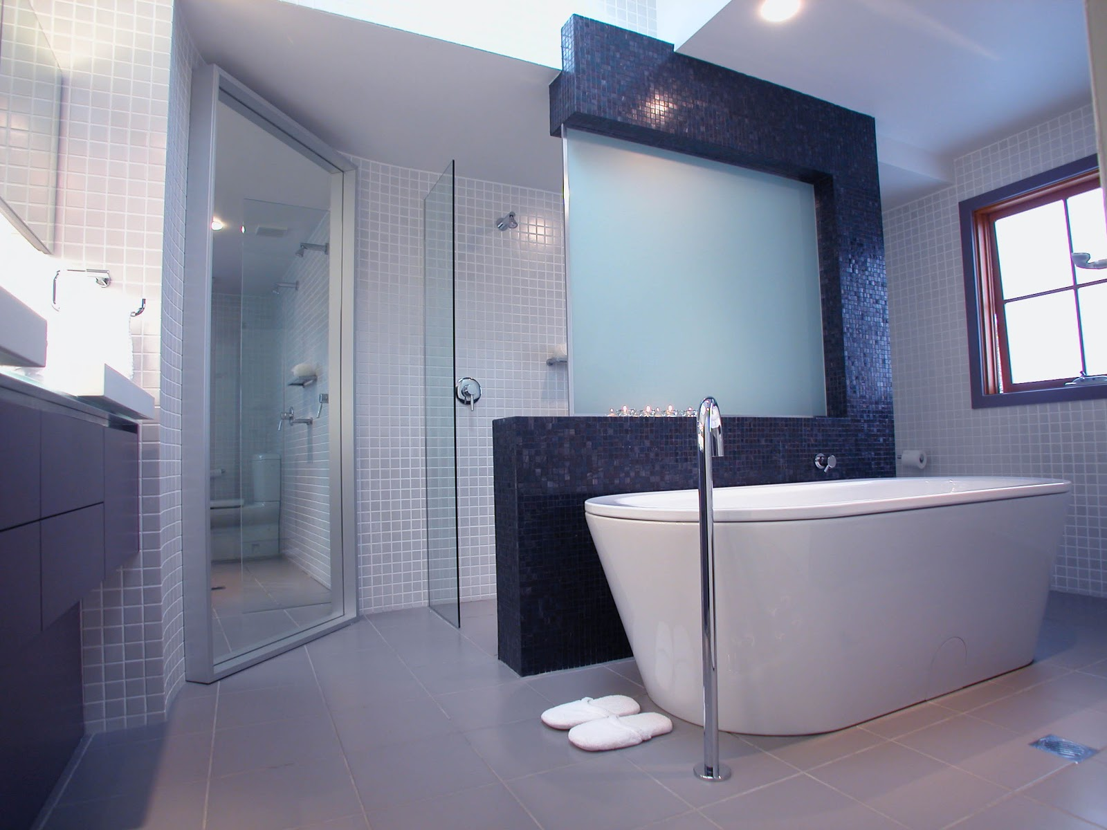 Minosa modern main bathroom designed to share for Pics of bathroom designs