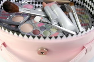 How to Keep Your Cosmetics Safely