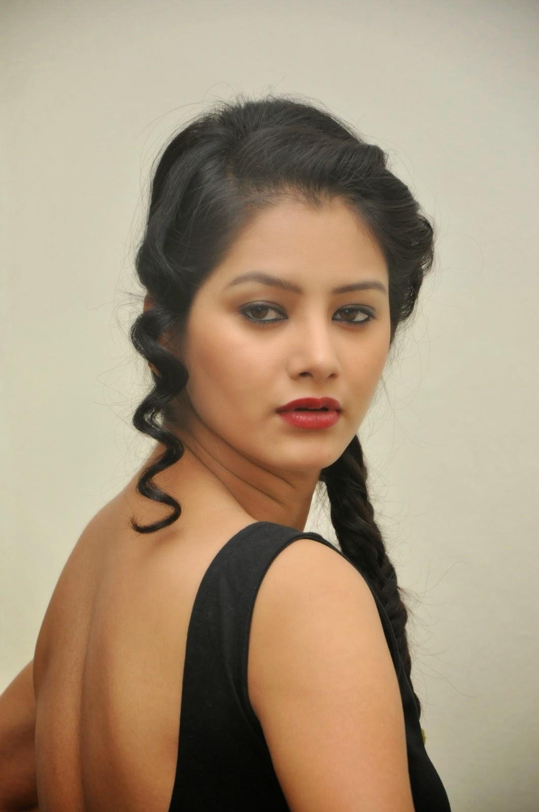 Monika Singh Sizzling Photos At O Cheliya Event Pics
