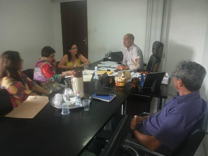 Secretário Edvaldo Teixeira oferece apoio a APAS