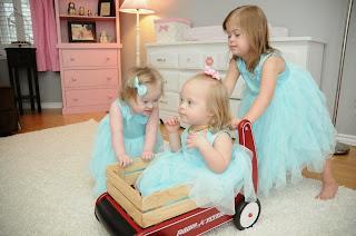 Las hermanas Basile: De izquierda a derecha, Sofía, Mila y Zoya. Las tres niñas fueron adoptadas en Ucrania.