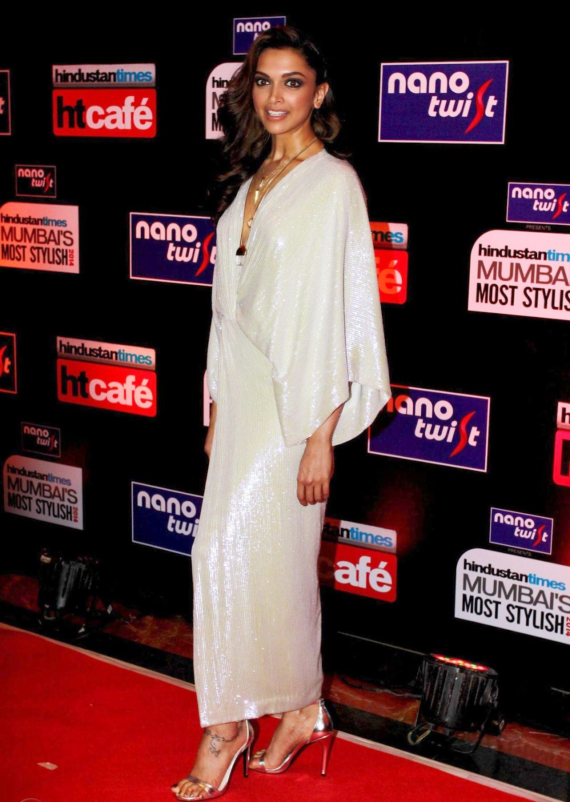 Deepika Padukone in white dress at Hindustan Times Mumbai ...