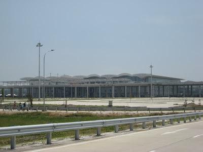 Foto Bandara Kuala Namu Medan tampak dari samping