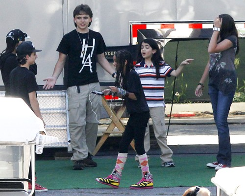 Michael Jackson's Children And The Smith Kids Play Nice In The SandBox!