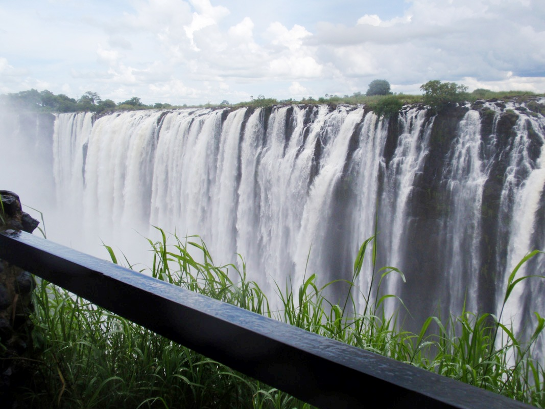 http://4.bp.blogspot.com/-ElGLQXmNG_U/UXWtYfrHFkI/AAAAAAAAJqc/0Yl6AnTbfus/s1600/victoria-falls-great-water-view.jpg