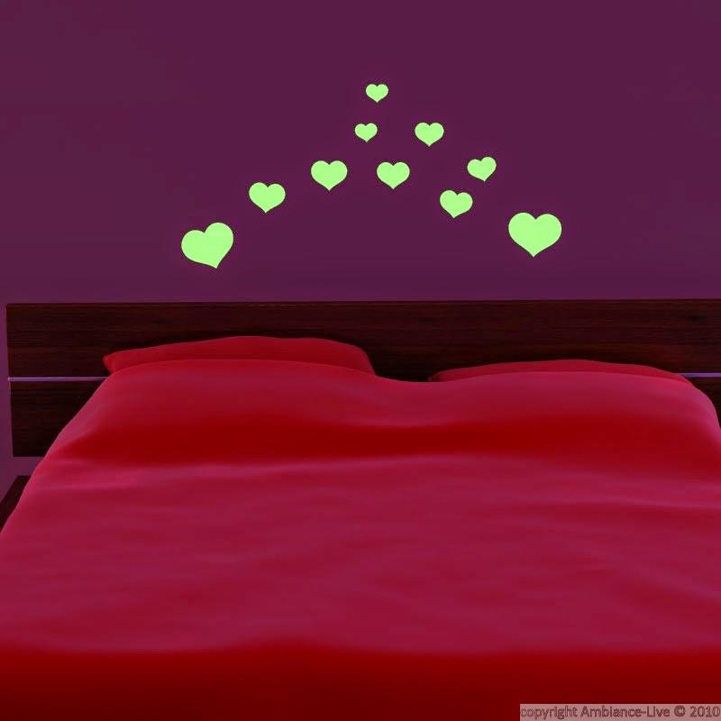 Id e romantique coller des toiles phosphorescentes sur - Etoiles phosphorescentes plafond chambre ...