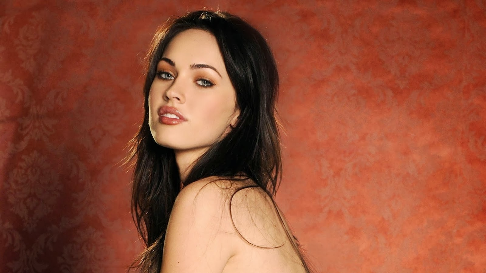 celebrity hd wallpapers american actress megan fox sexy hd wallpapers