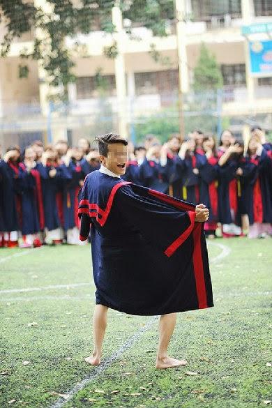 Sinh viên Hà Nội tung ảnh phản cảm ở Hoàng thành Thăng Long