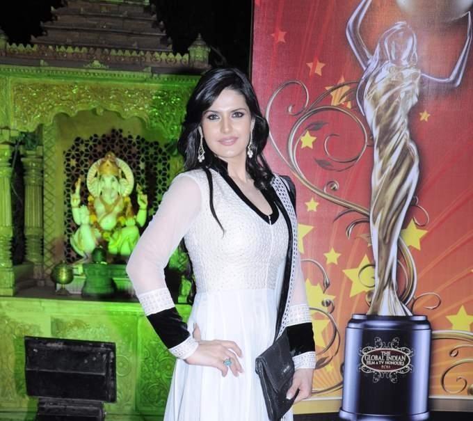 Download Song Lock Up By Karan: Zarine Khan At Global Indian Film And TV Awards By Balaji