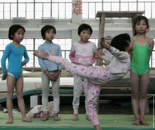 الصين وكيفية صناعة الأبطال الألومبيين China-gymnasium-Olympic-children-41