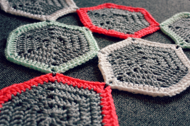 Crochet Hexagon Placemat from @meetmakelaugh