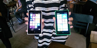 Lumia 535 (Kiri) dan Lumia 435 (kanan) (Deliusna-KompasTekno)
