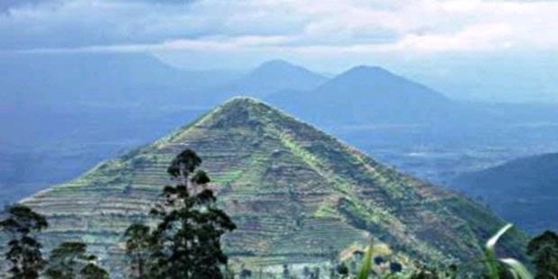 Gunung Sadahurip yang diduga terdapat bangunan Piramid