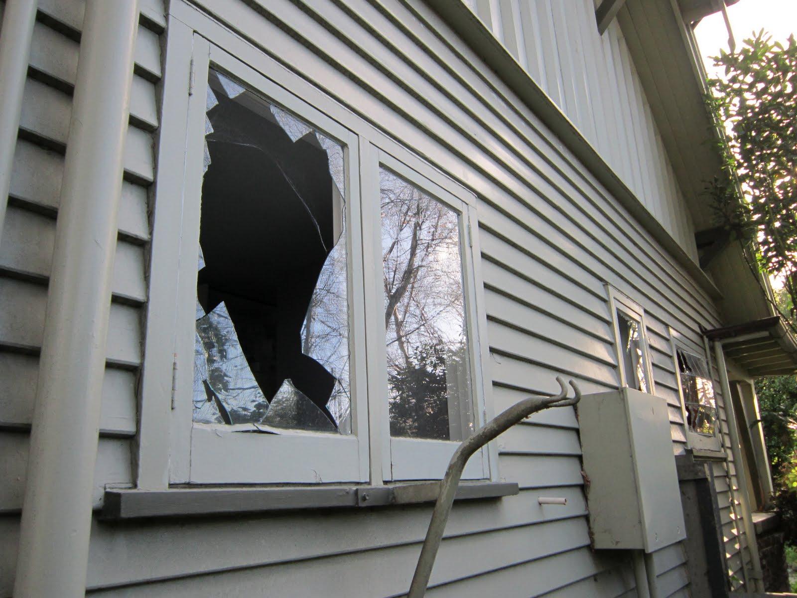 Разбитое окно фото