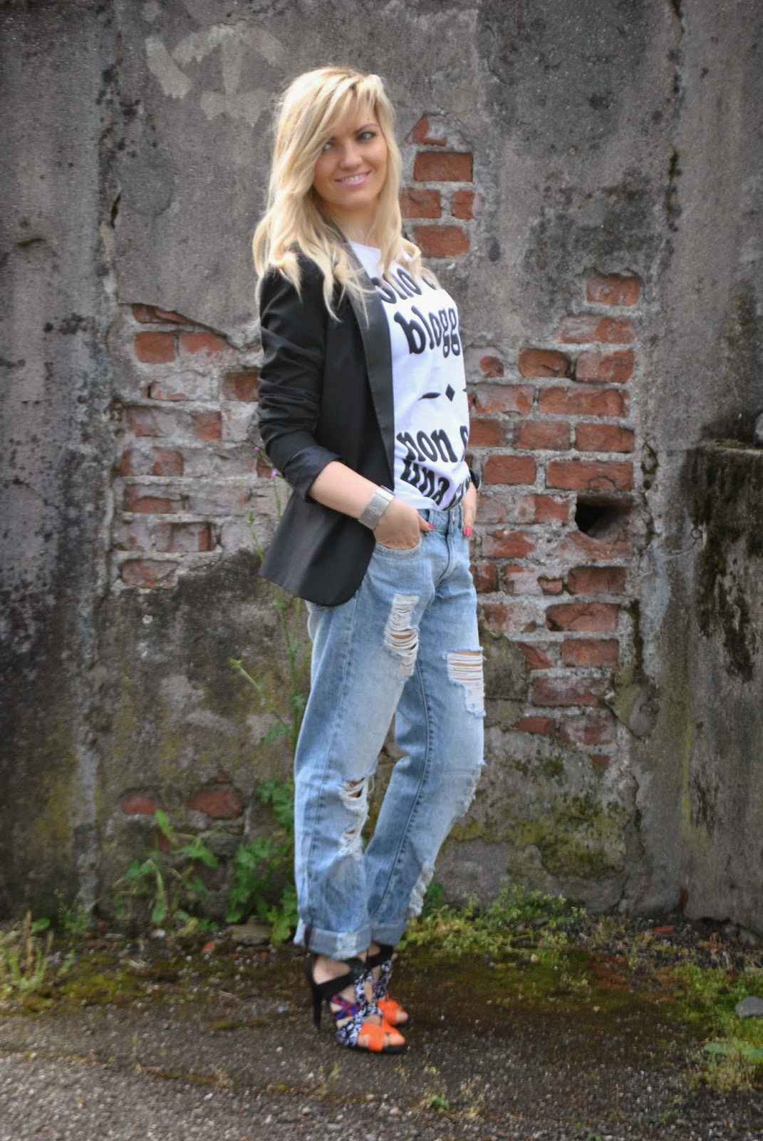 outfit boyfriend ripped jeans come abbinare i boyfriend jeans abbinamenti boyfriend jeans tshirt happiness mariafelicia magno fashion blogger colorblock by felym outfit aprile 2015 outfit primaverili donna spring outfit fashion bloggers italy fashion blogger italiane blog di moda ragazze bionde milano capelli biondi blondie blonde hair