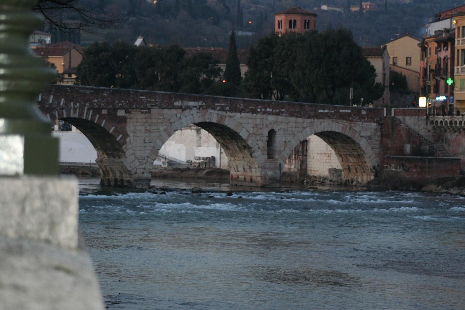 Верона - река