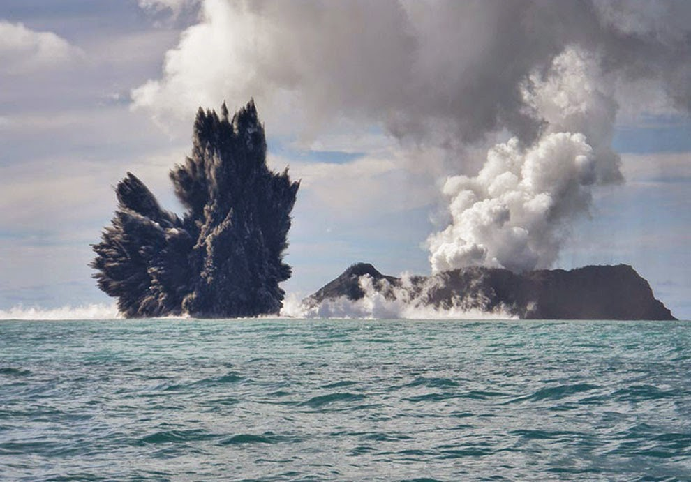 Undersea Volcano Eruption Near Tonga - Unbelievable Info Pacific Ocean Underwater Volcanoes