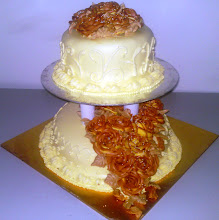 2-TIER WEDDING CAKE WITH BUTTERCREAM TOPPING