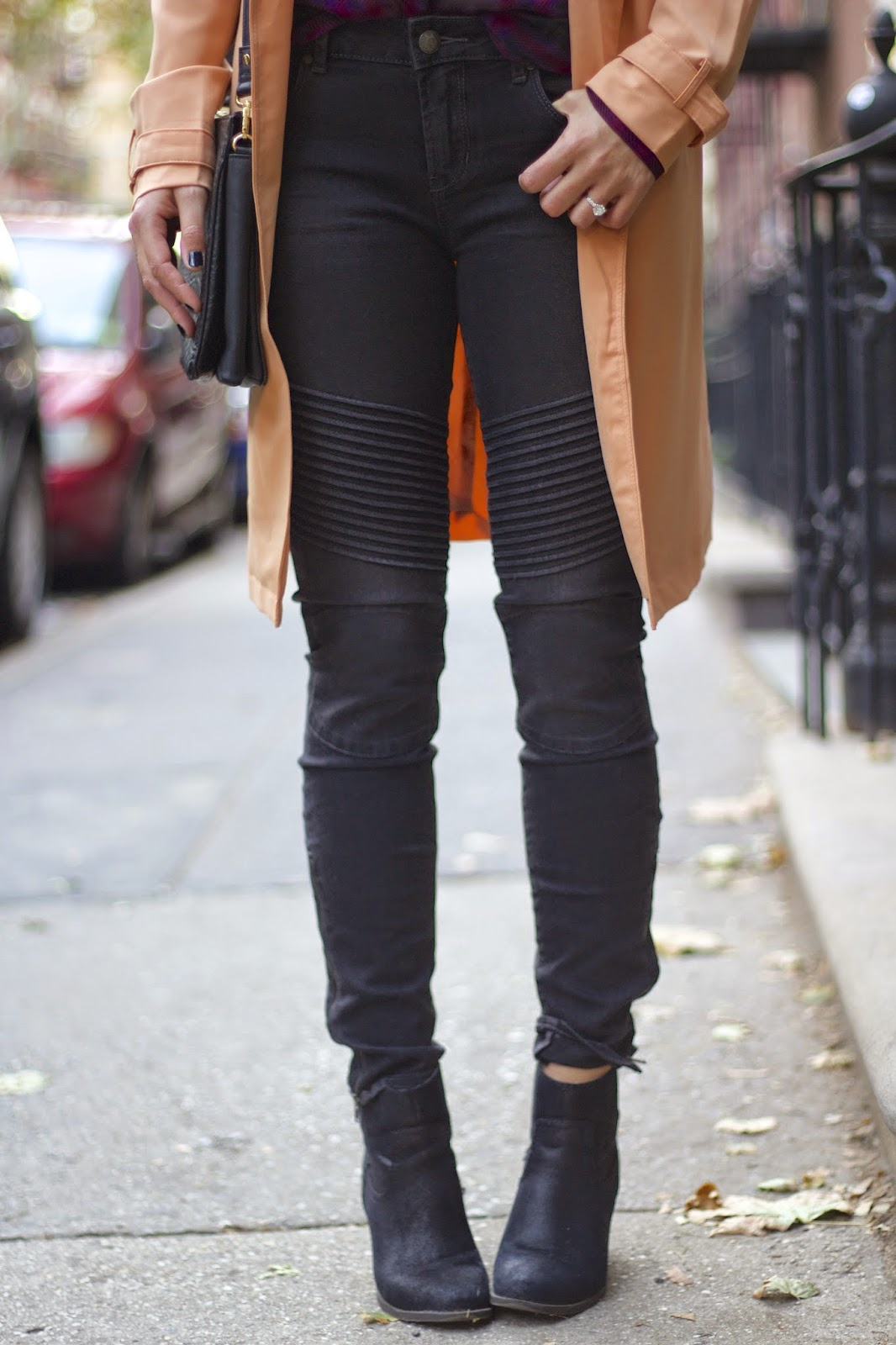 trench coat, plaid blouse, how to wear a trench coat, black jeans, black booties, statement necklace