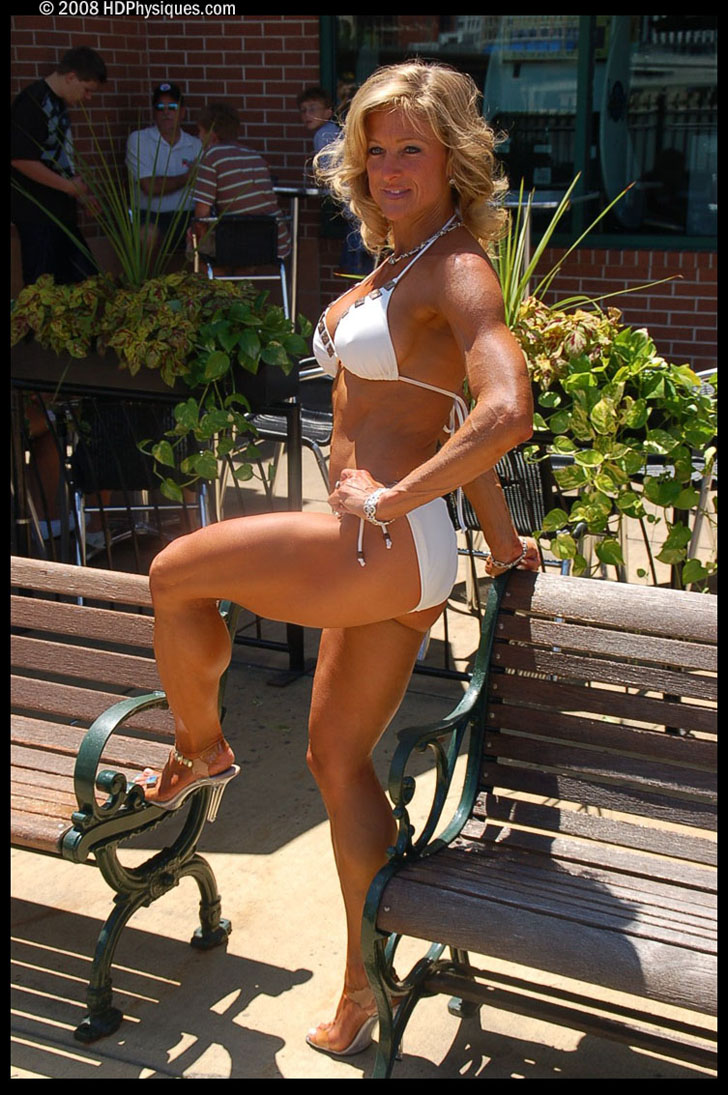 Melanie Crites - Hull Posing Her Great Legs In A White Bikini