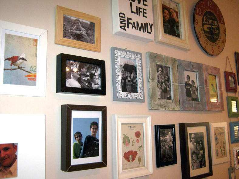 scrappin it: How to Create a Family Photo Wall Collage