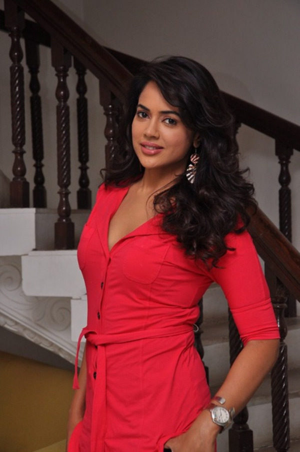 Gorgeous sameera in red hot dress