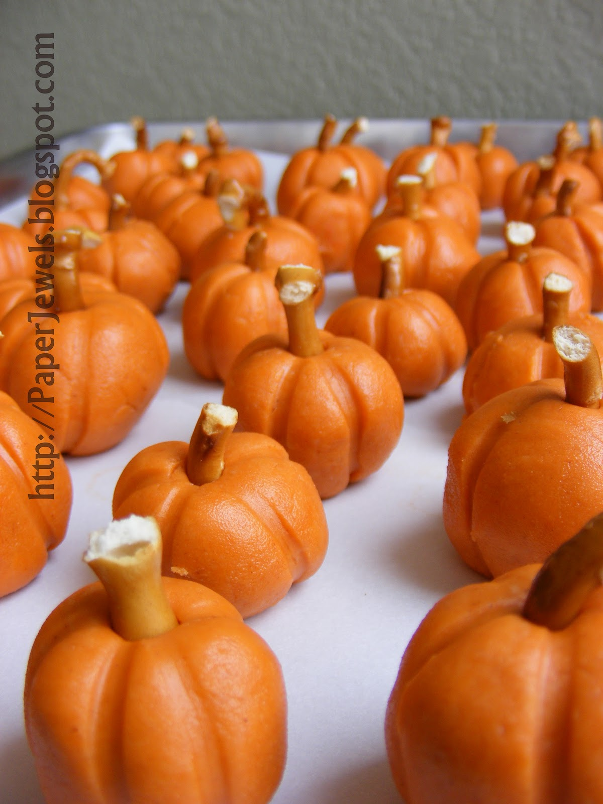 Paper jewels and other crafty gems easy halloween treat for Halloween treats to make with kids